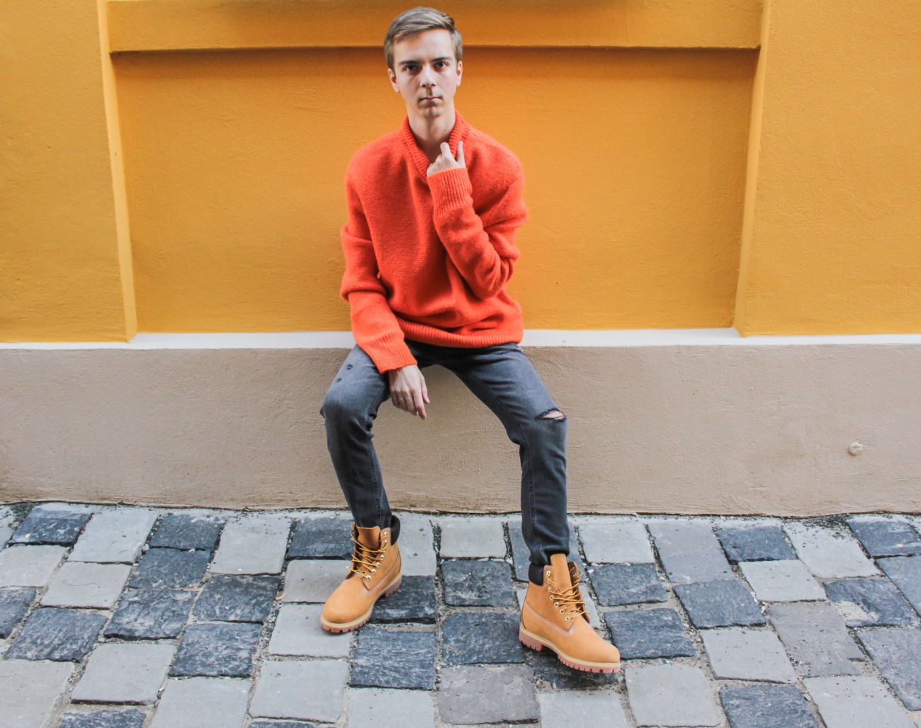 balazs-zsalek-orange-knitted-pullover-and-timberland-boots.9