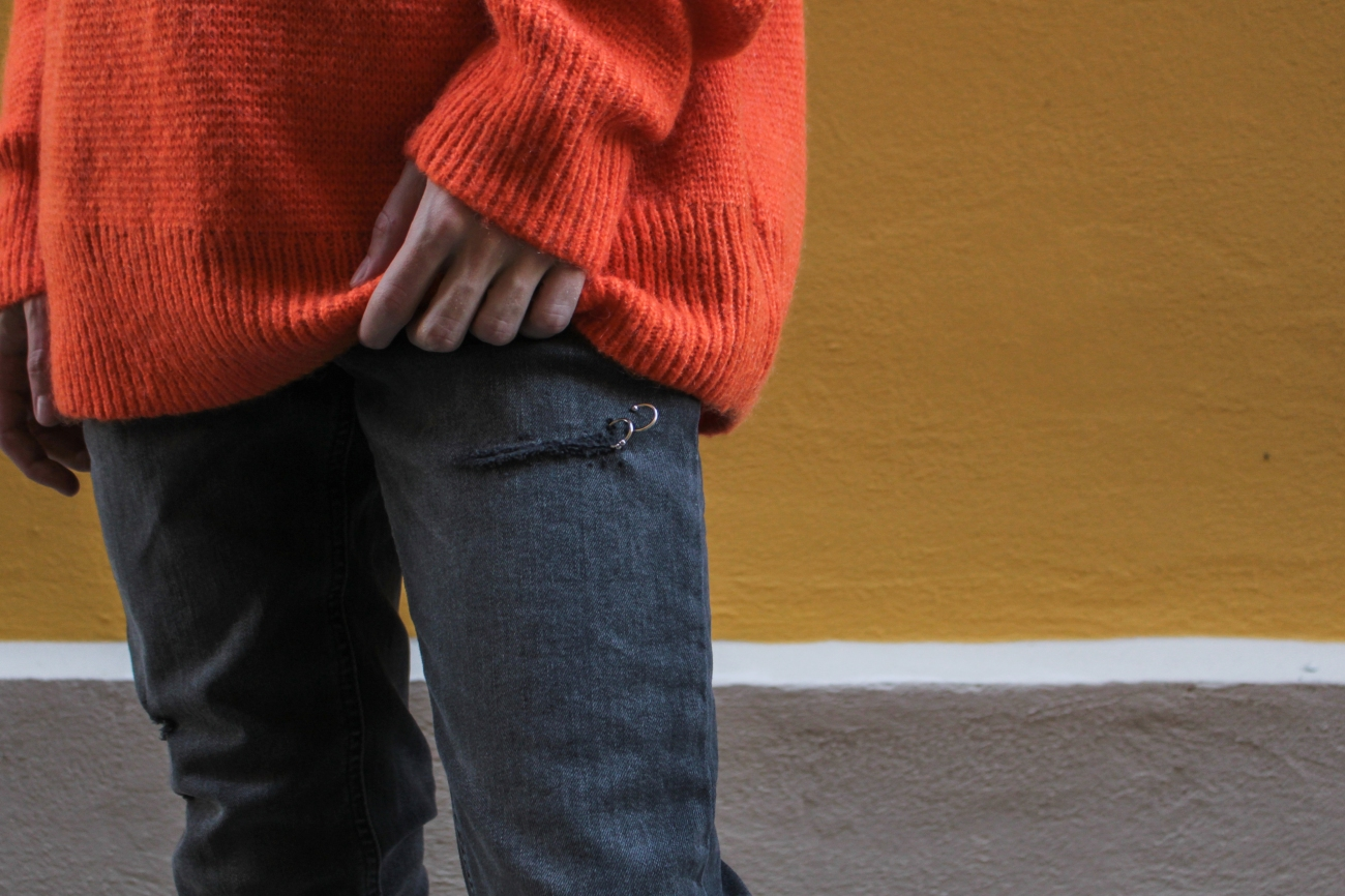 balazs-zsalek-orange-knitted-pullover-and-timberland-boots.4