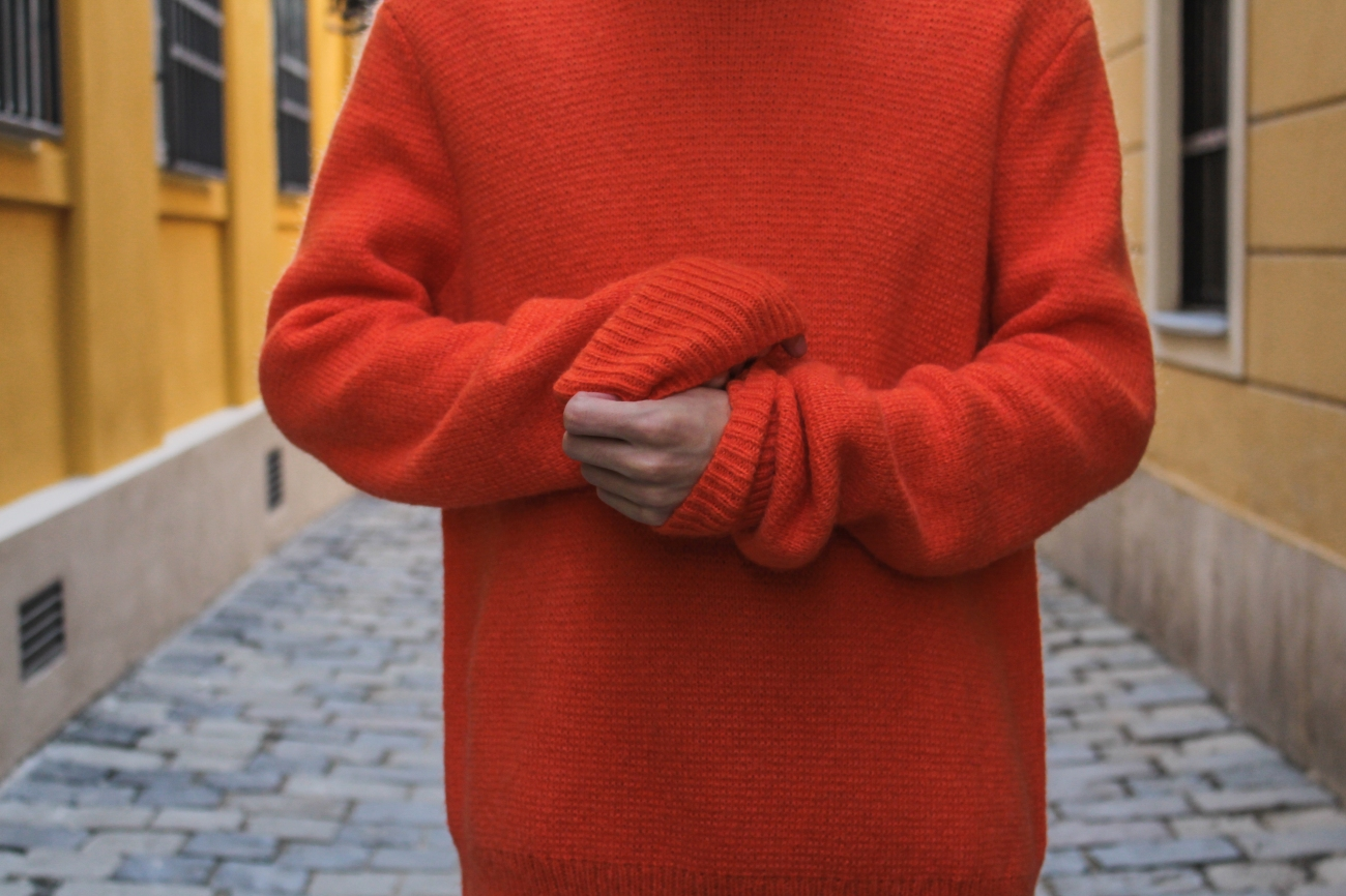 balazs-zsalek-orange-knitted-pullover-and-timberland-boots.8